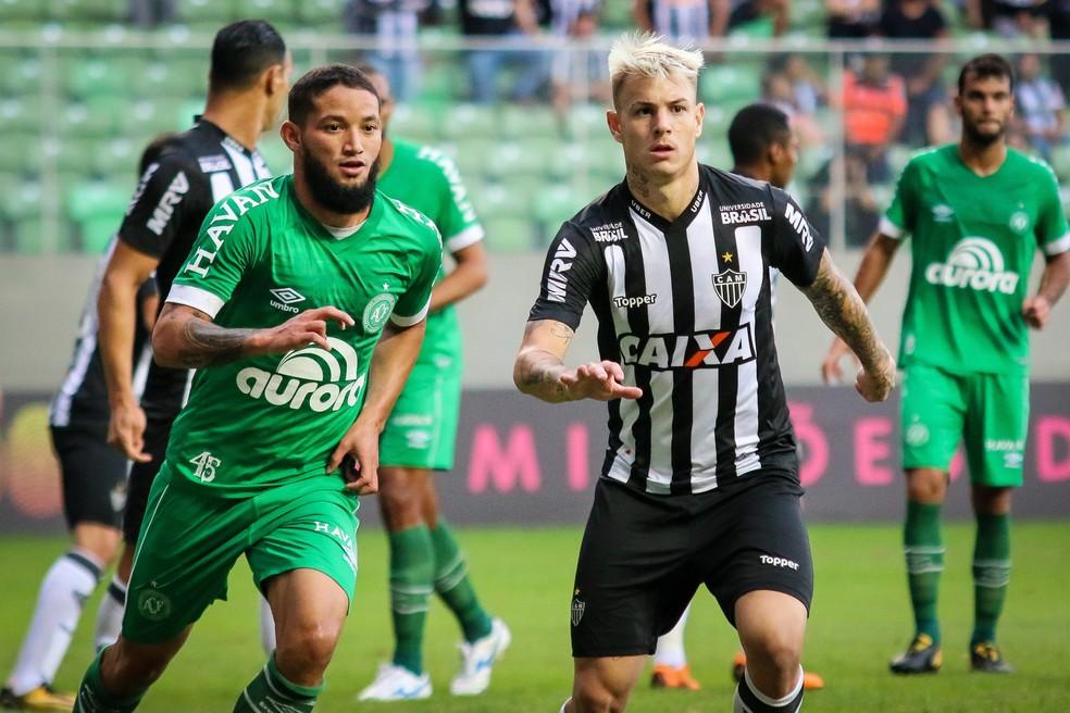 Em jogo contestado pela arbitragem, Chapecoense empatou com Atlético-MG no Independência.